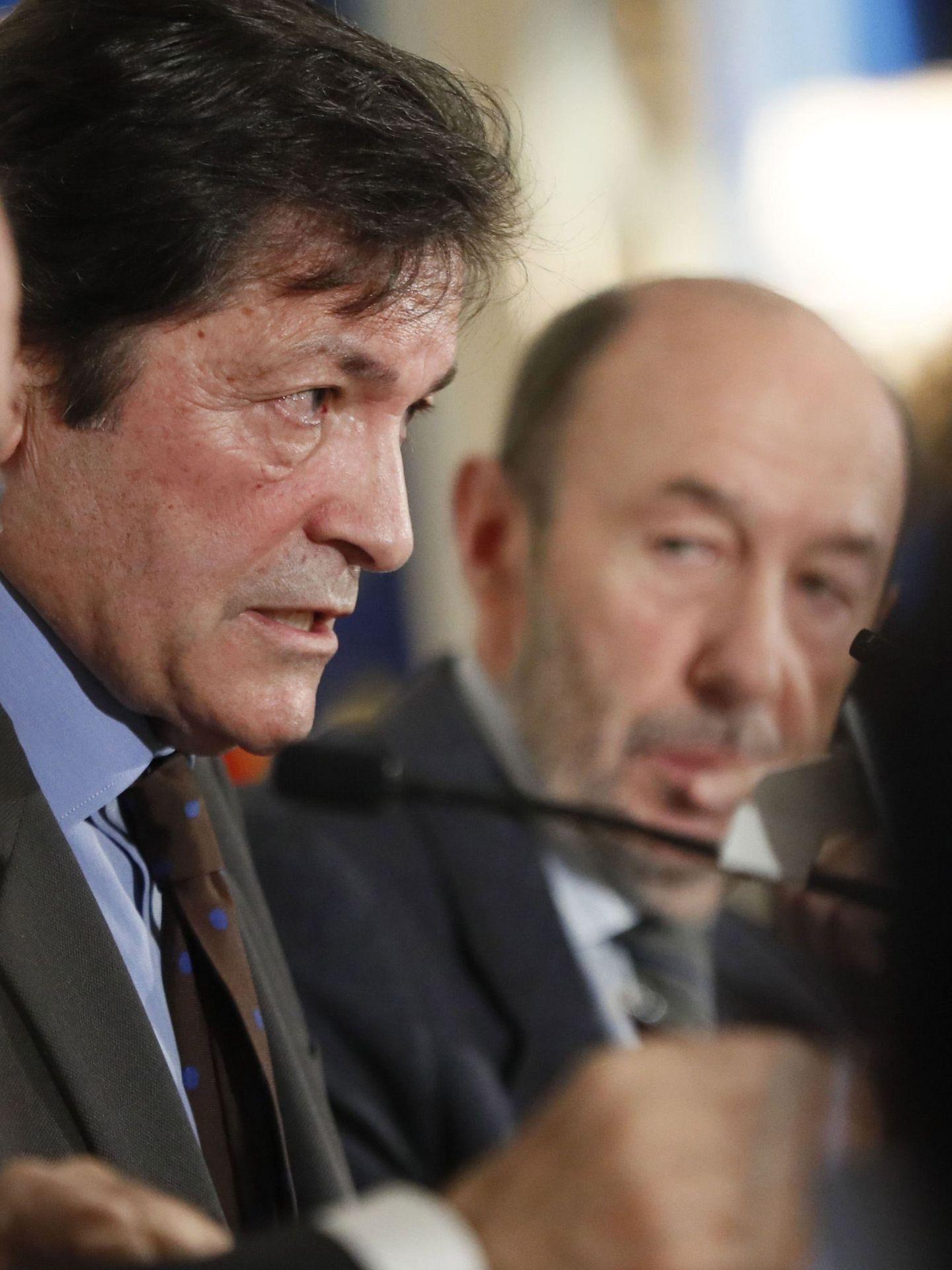 Fernández, junto a Alfredo Pérez Rubalcaba, este 23 de enero. (EFE)