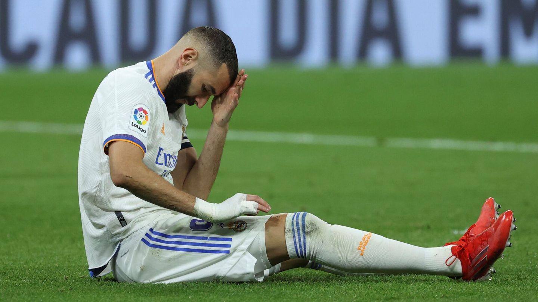 Karim Benzema se lamenta tras fallar una ocasión de gol. (EFE)