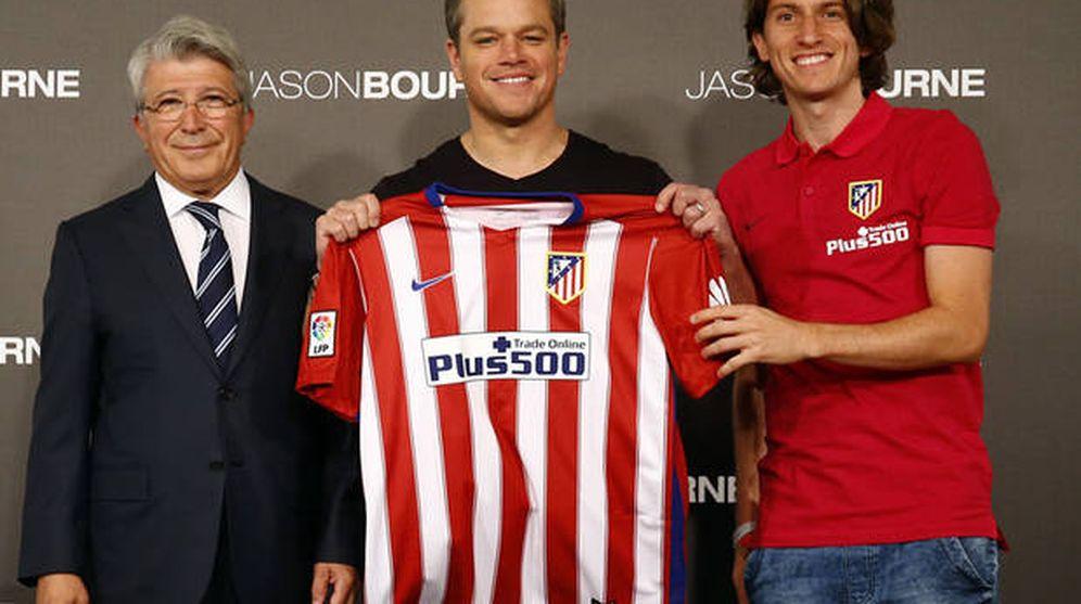 Foto: Matt Damon posa con la camiseta del Atlético de Madrid (FOTO: Club Atlético de Madrid)