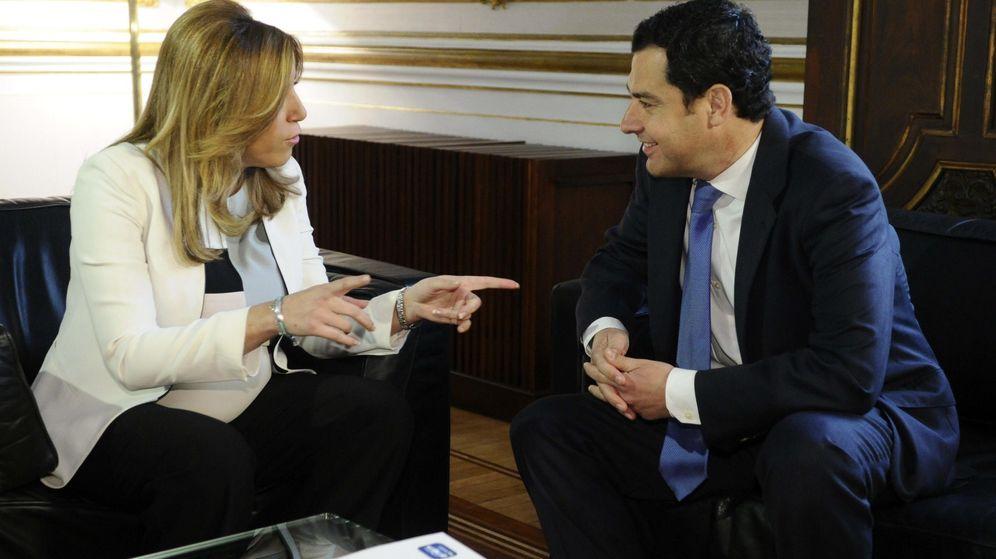 Foto: La presidenta de la Junta de Andalucía, Susana Díaz, y el líder del PP, Juanma Moreno. (EFE)