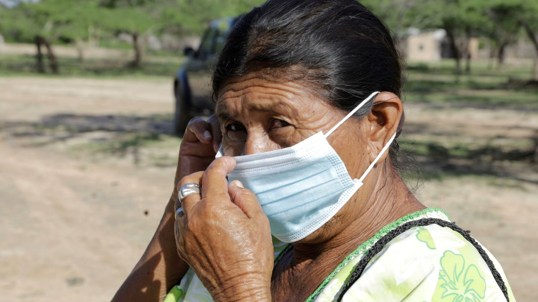Una indígena Wayuu en la comunidad Irruisira en zona rural de Riohacha (Colombia). (EFE)