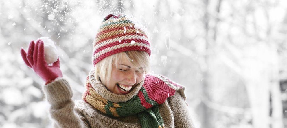 Foto: Aprender a disfrutar del invierno, con sus cosas buenas y malas, y no quedarte encerrado en casa, pueden ayudarte a no caer enfermo. (iStock)