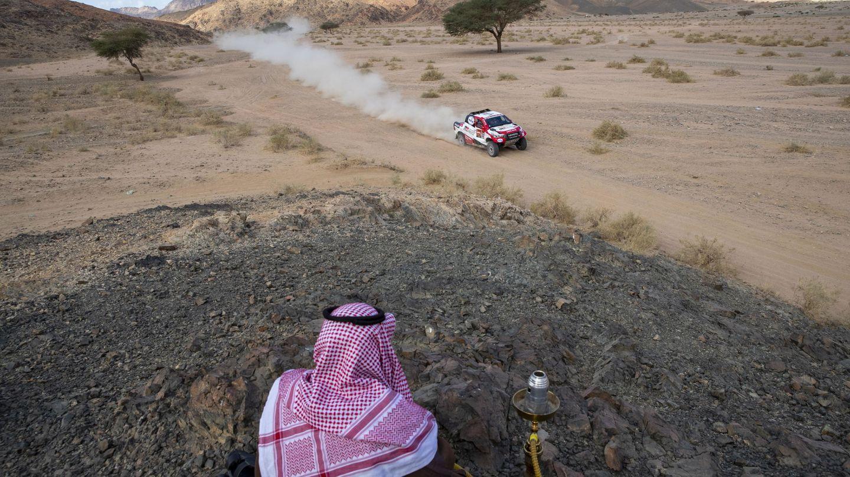 Fernando Alonso, en un instante de la cuarta etapa del Dakar. (EFE)
