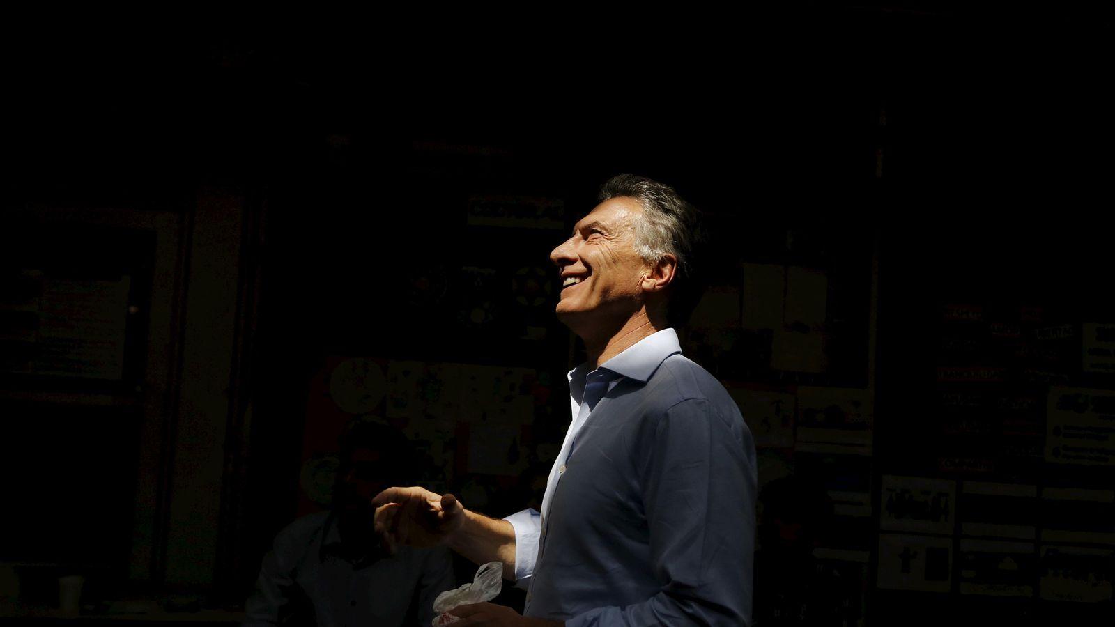 Foto: Mauricio Macri, vencedor de las elecciones argentinas, sonríe al llegar a un colegio electoral en Buenos Aires, el 22 de noviembre de 2015. (Reuters)