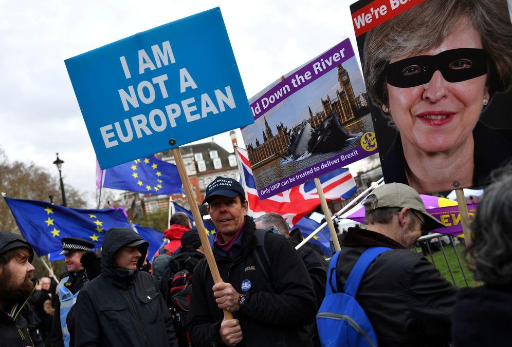 Foto: Manifestantes proBrexit protestan ante el Parlamento británico, en Londres. (Reuters)