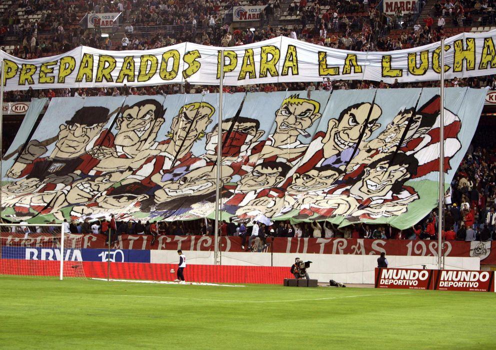 Foto: UImagen del fondo sur del Vicente Calderón, donde se ubican el Frente Atlético (EFE)
