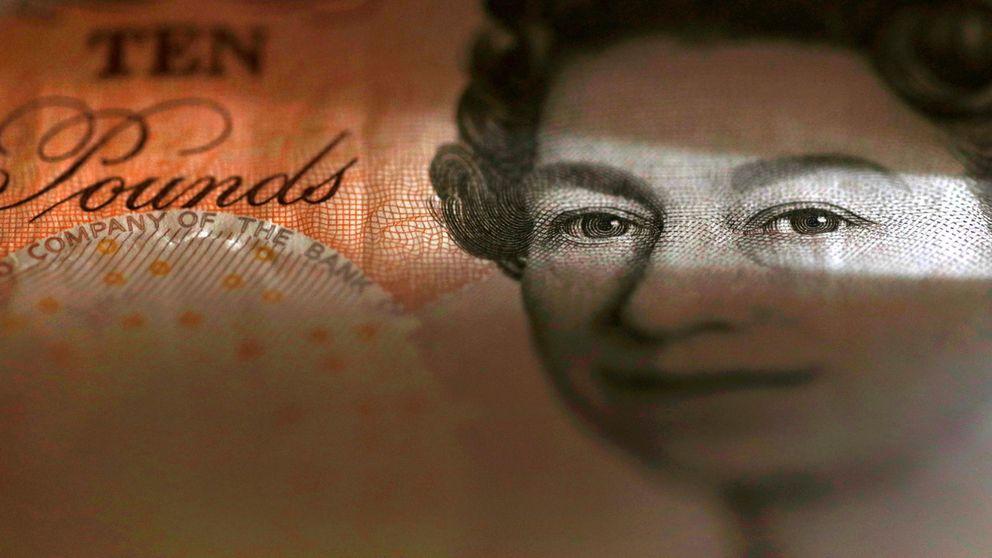 La libra cae a plomo por la tensión política en Reino Unido