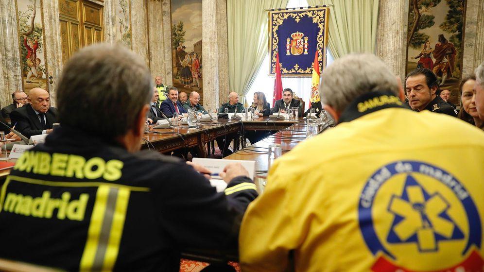 Foto: l delegado del Gobierno en la Comunidad de Madrid, José Manuel Rodríguez Uribes, preside la última reunión de coordinación para fijar el operativo. (EFE)