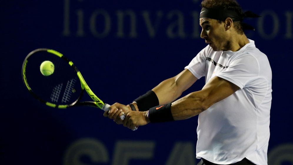 Foto: Nadal golpea en el torneo de Acapulco (Reuters)