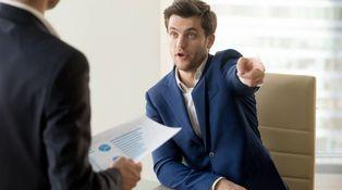 Mi jefe directo es un inútil y el gerente un psicópata. ¿Qué puedo hacer?