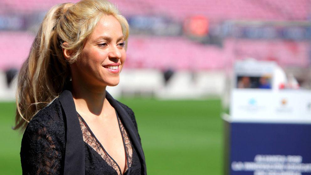 Shakira aguanta con talante el 'waka espectáculo' que le dio una azafata