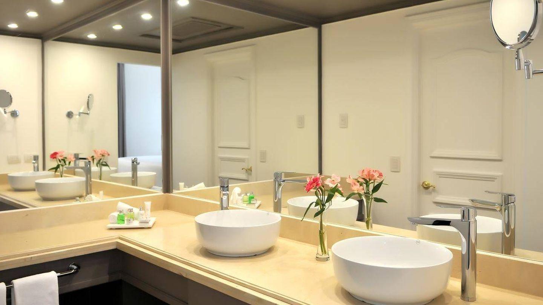 El increíble baño de la suite presidencia de Pedro Sánchez en Colombia. (NH Collection)