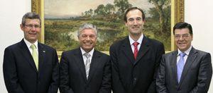 CAM y Cajastur mantienen su enfrentamiento pese a la petición de dinero al FROB