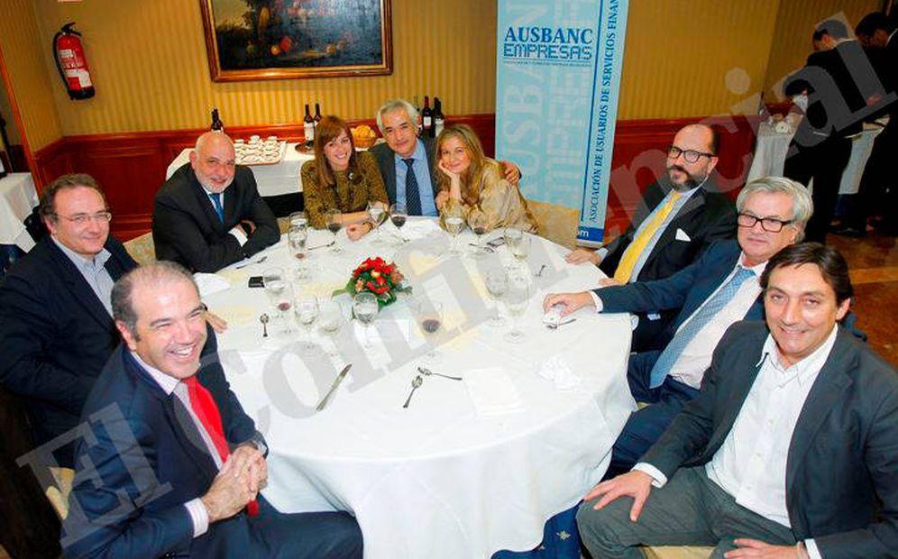 Foto:  López Negrete junto a Luis Pineda en una de las mesas principales de la cena de Navidad de Ausbanc.