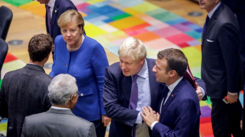 Foto: Fotografía de archivo de la canciller alemana, Angela Merkel, el primer ministro de Reino Unido, Boris Johnson (c), y el presidente francés, Emmanuel Macron, en una cumbre europea. (Reuters)