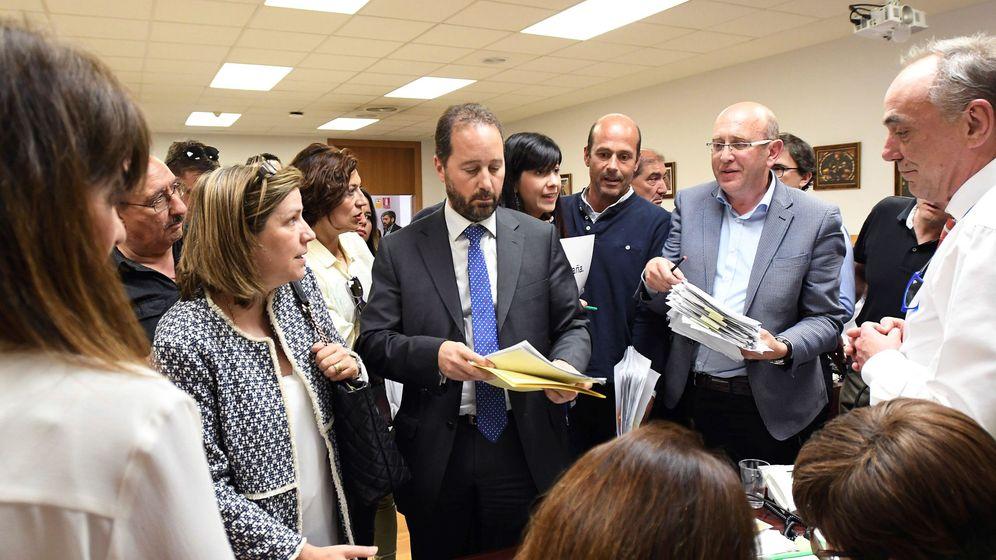Foto: El recuento en la Junta Electoral de León. EFE
