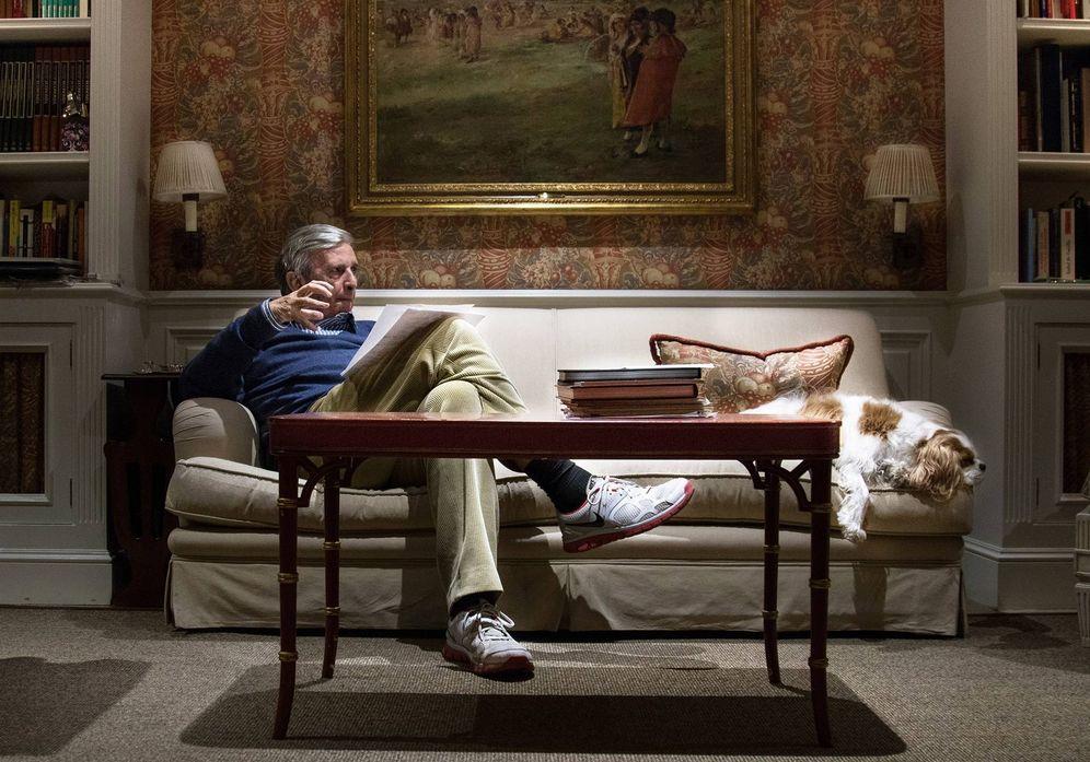 Foto: Roberto Centeno, en el salón de su casa