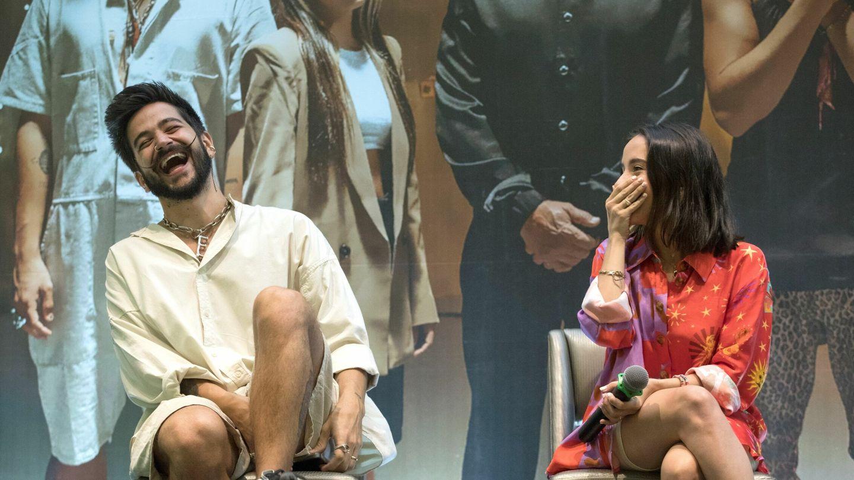 Camilo y Evaluna, riéndose en una rueda de prensa. (EFE)