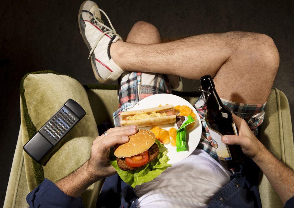 Foto: La comida basura, la vida sedentaria o el abuso del alcohol y el tabaco influyen más de lo que pensábamos en la probabilidad de sufrir enfermedades. (Corbis)