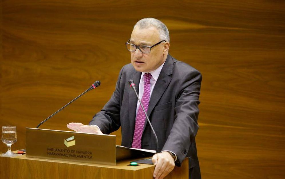 Foto: El defensor del pueblo de Navarra, Francisco Javier Enériz, en el Parlamento foral. (EC)
