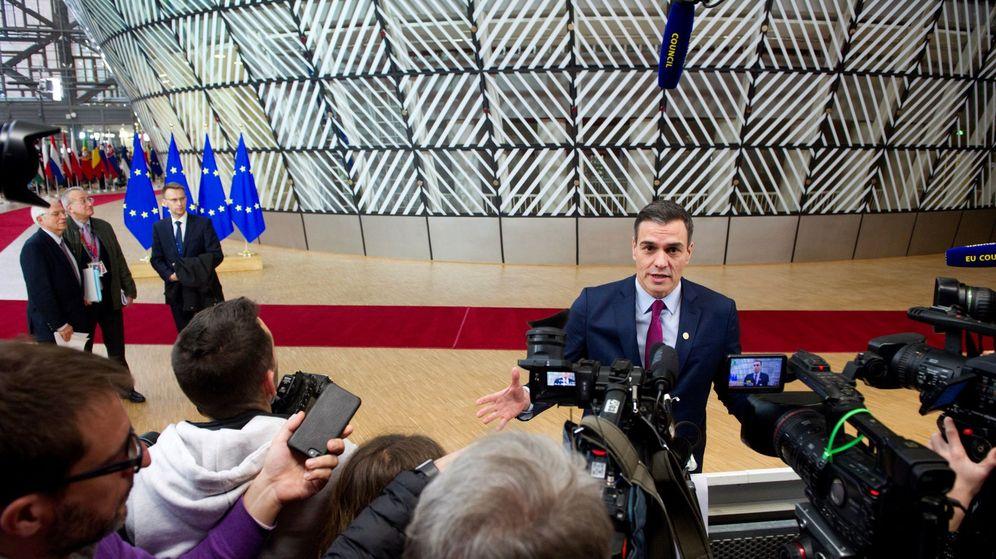 Foto: El presidente del Gobierno en funciones, Pedro Sánchez, ante los medios, en Bruselas. (EFE)