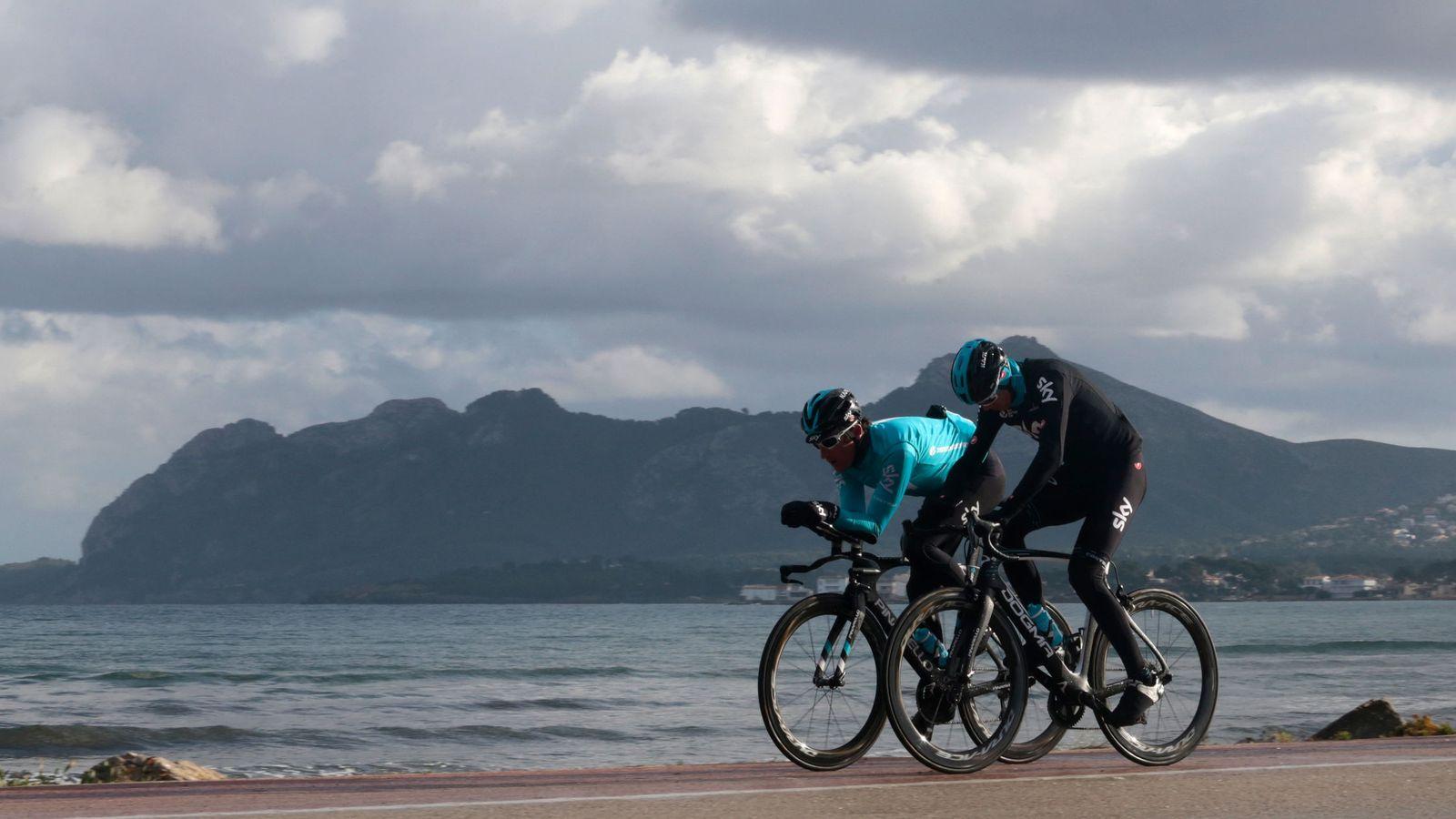 Foto: Froome, entrenandose en Mallorca este invierno. (Reuters)