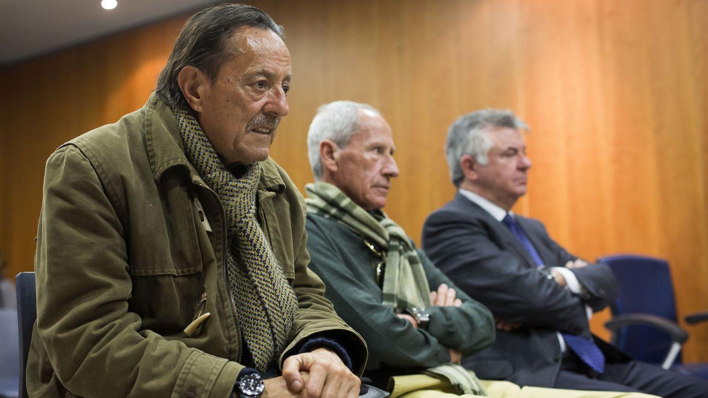 Foto: Julián Muñoz junto a Manuel Lores y Juan Antonio Roca (EFE)