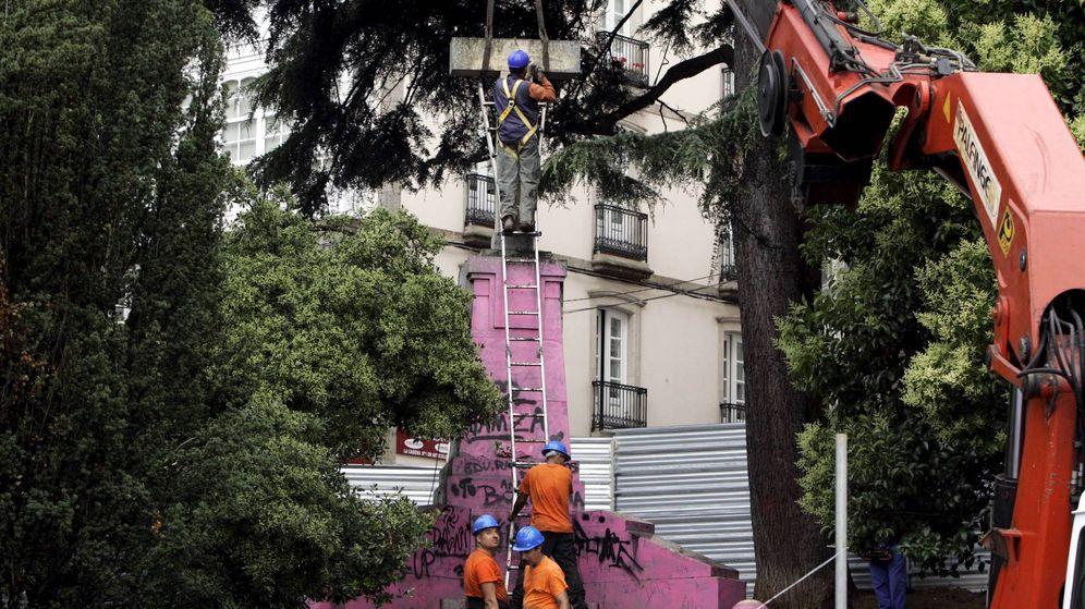 La cruzada de un sólo abogado contra los símbolos franquistas en calles e iglesias