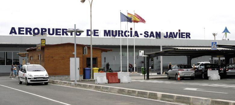 Foto: Vista de la terminal de pasajeros del aeropuerto de San Javier (Murcia). (EFE)