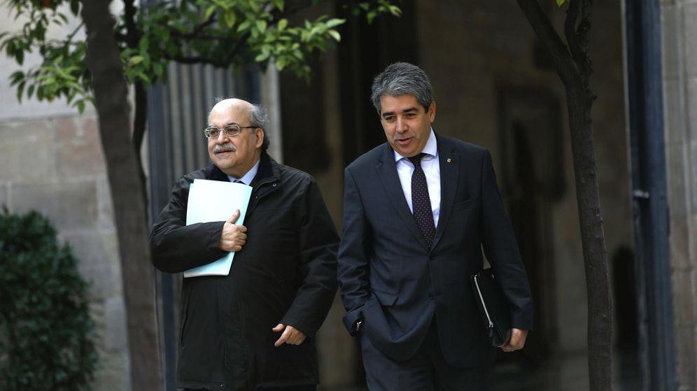 Foto: Los 'consellers' de Economía, Andre Mas Colell, y de Presidencia, Francesc Homs. (EFE/Alejandro García)