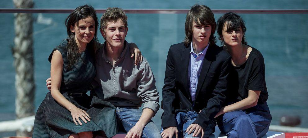 Foto: La directora Beatriz Sanchis y los actores Elena Anaya, Patrick Criado y Cristian Bernal (EFE)