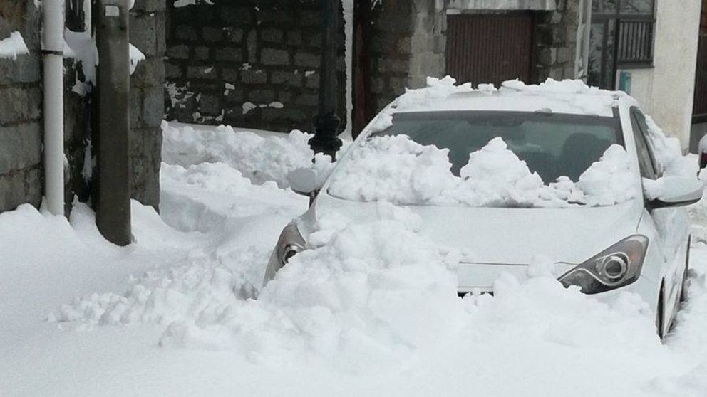 Los vecinos que salieron de la nieve para meter familias enteras en sus casas