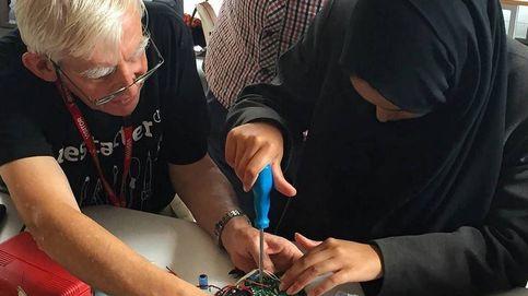 Los informáticos que te enseñan a reparar tus 'gadgets' para ahorrar en tecnología