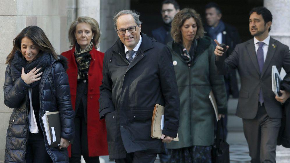 Foto: El presidente de la Generaliat, Quim Torra, acompañado por parte de su gobierno se dirige a la reunión semanal del ejecutivo catalán. (EFE)