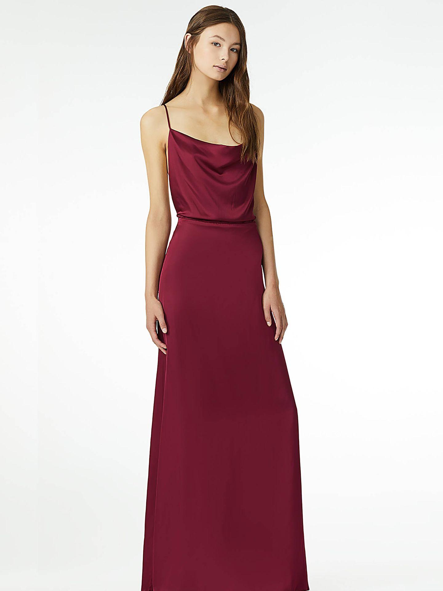Con patrón simple y acabado satinado, este vestido es perfecto para despedir el año. De Liu Jo, 343 euros. (Cortesía de la marca)