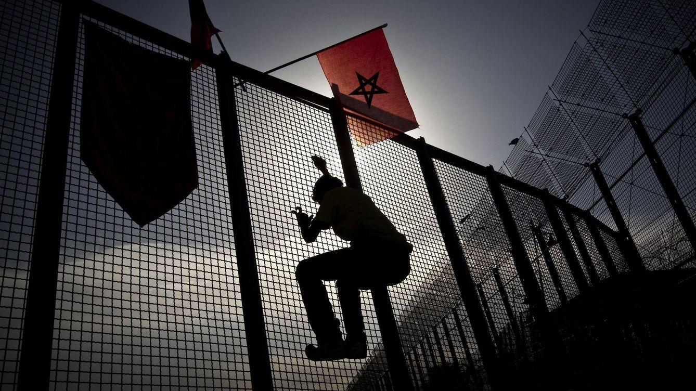 Marroquíes asaltan la valla de Melilla por primera vez