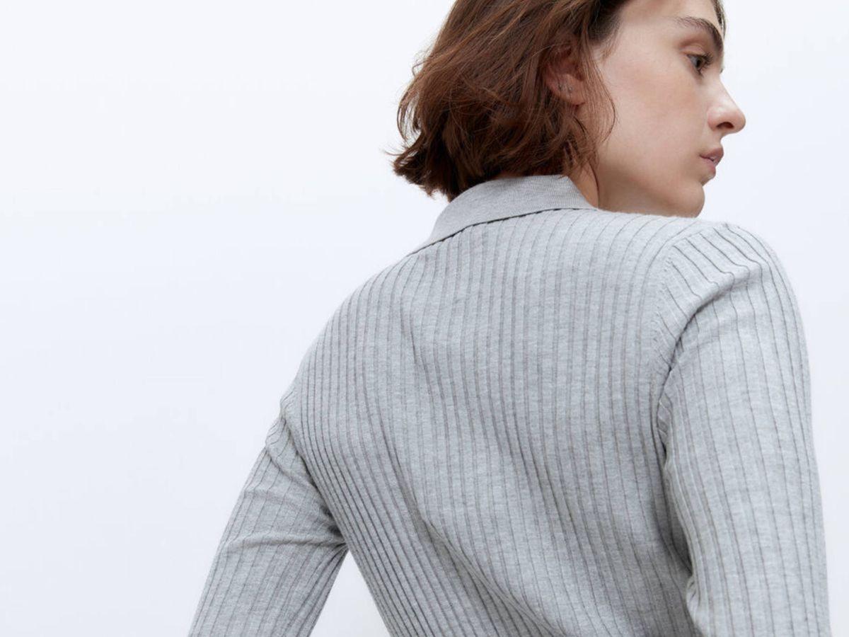 Foto: La nueva prenda mitad jersey, mitad polo de Uterqüe. (Cortesía)