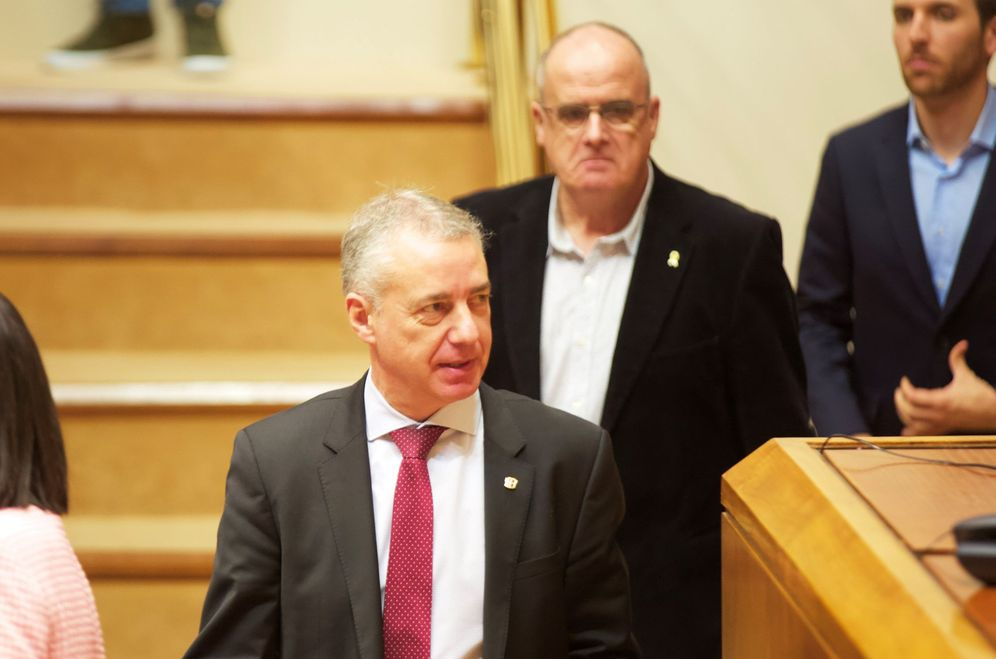 Foto: El lendakari, Iñigo Urkullu, y el portavoz del PNV, Joseba Egibar, este jueves en el pleno del Parlamento vasco. (EFE)