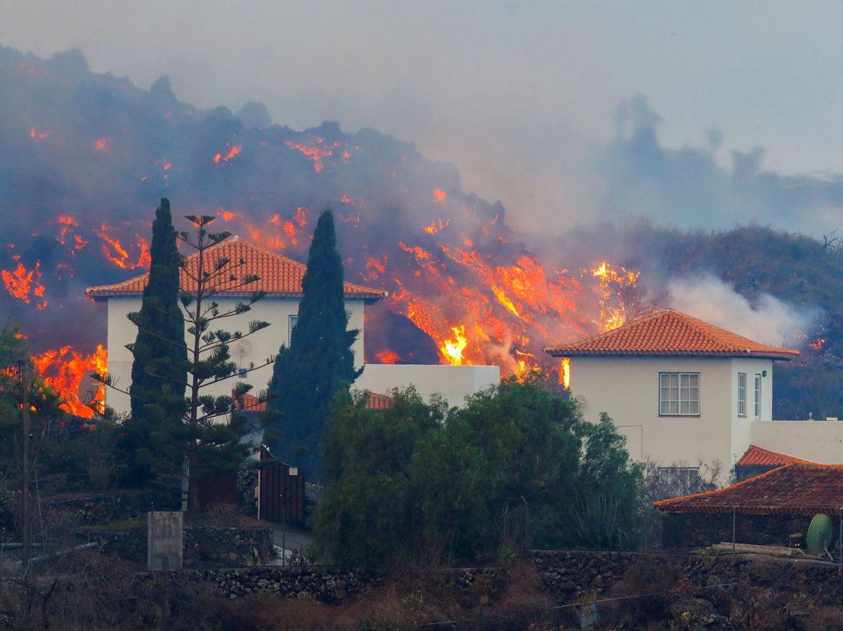 Foto: Decenas de viviendas se han visto afectadas por la lava del volcán Cumbre Vieja, en La Palma. Foto: Reuters
