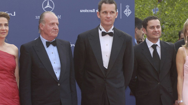 Corinna zu Sayn-Wittgenstein (d) con el rey Juan Carlos, la infanta Cristina e Iñaki Urdangarin. (Archivo)