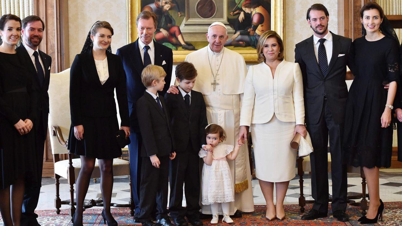 Audiencia de la familia ducal de Luxemburgo (Tessy, a la izquierda) con el Papa Francisco. (EFE)