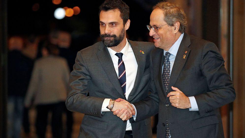 Foto: El presidente de la Generalitat, Quim Torra (d), y el presidente del Parlament, Roger Torrent (i) (EFE)