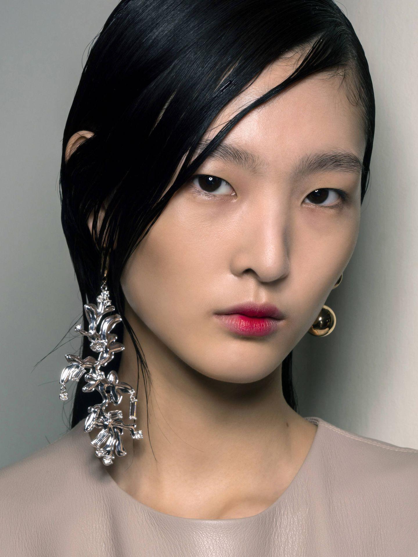 A la hora de pintar los labios, las comisuras son una de las partes más complicadas de maquillar. (Imaxtree)