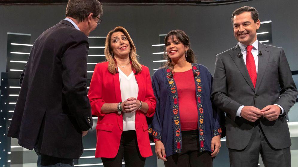 Foto: Los cuatro principales candidatos a la Presidencia de la Junta de Andalucía (de izq a dcha) Juan Marín (Ciudadanos), Susana Díaz (PSOE), Teresa Rodríguez (Adelante Andalucía) y Juanma Moreno (PP), al inicio del debate electoral noche en RTVE. (EFE)