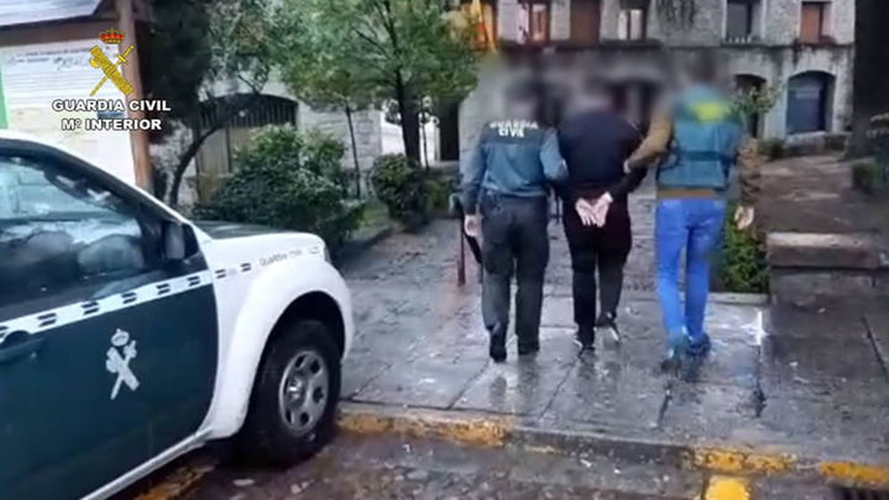 Foto: Momento de la detención de uno de los presuntos agresores en Madrid. (Guardia Civil)