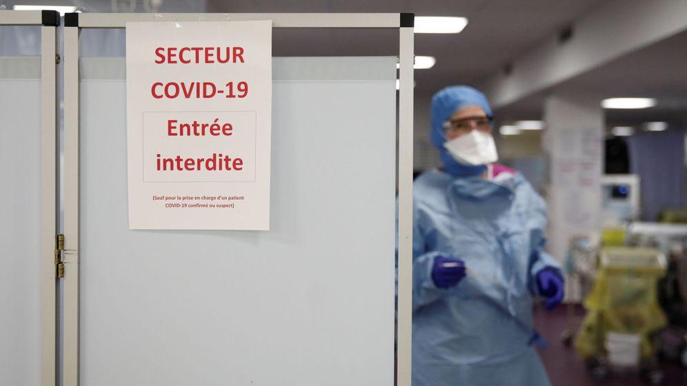 Foto: Personal médico en un hospital de París (REUTERS)