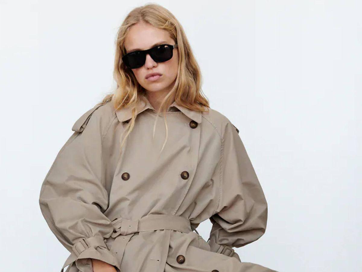 Foto: La clásica gabardina de entretiempo que tiene Zara en su catálogo. (Cortesía)