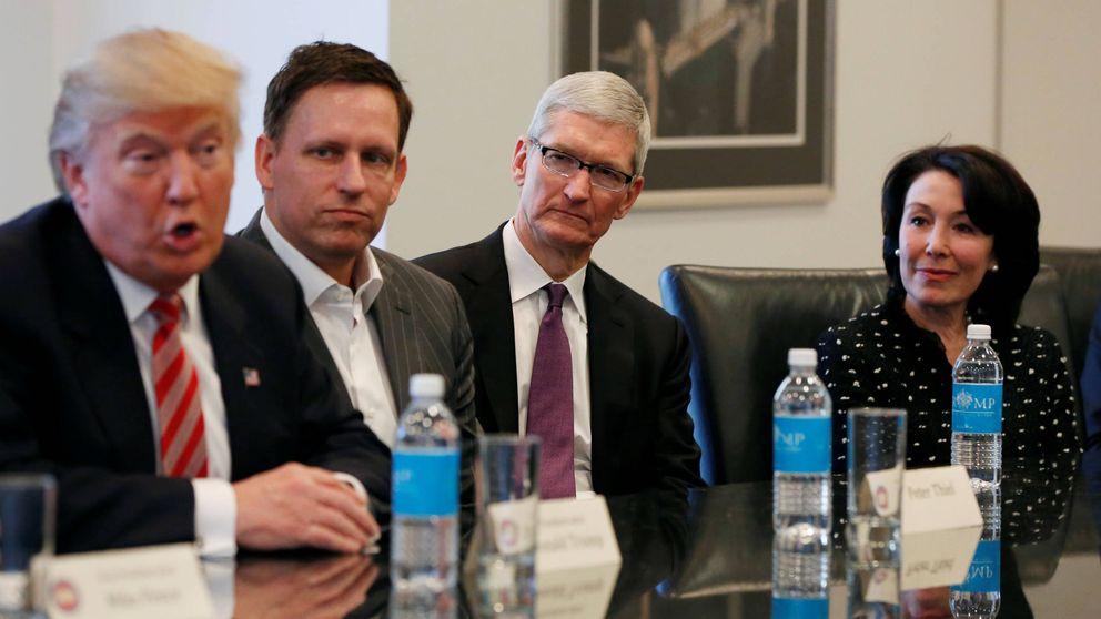 Caras largas y miradas perdidas: así fue la reunión entre Trump y la élite de Silicon Valley