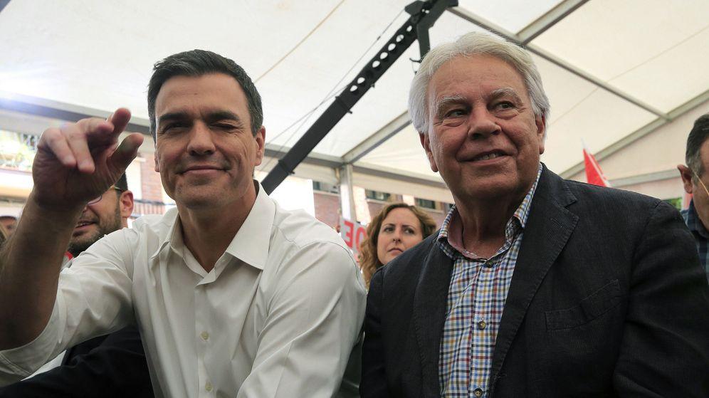 Foto: Pedro Sánchez y Felipe González durante la pasada campaña electoral. (EFE)