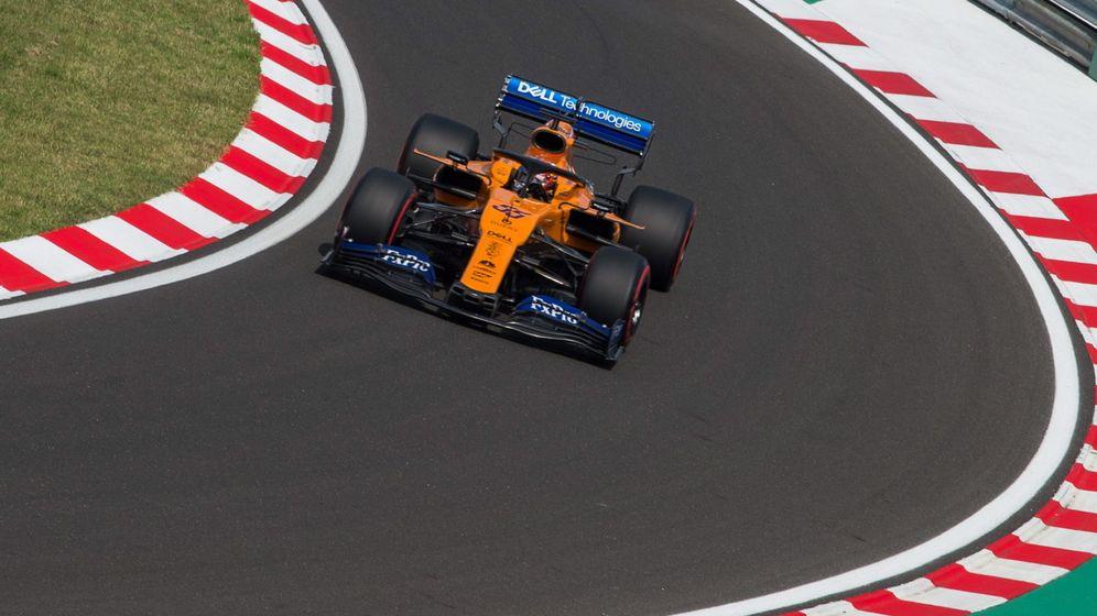 Foto: Carlos Sainz durante la clasificación del Gran Premio de Hungría. (EFE)